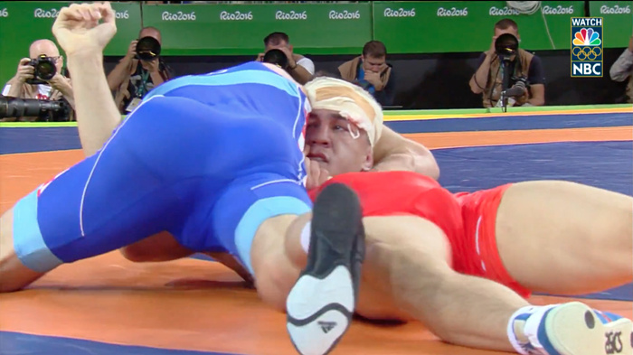 b54d79fb9216df Olympic Wrestler Gets Choked Unconscious