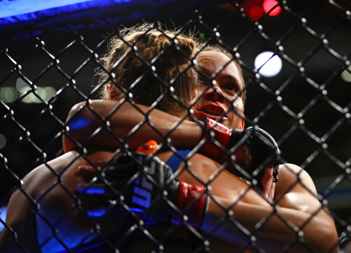 Amanda Nunes Apologizes to Ronda Rousey, Continues to Be Cooler Champ Than Her